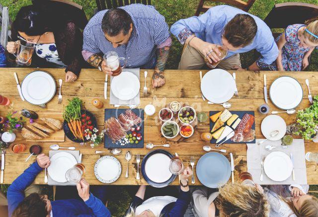 Τρώγοντας Έξω Υγιεινά
