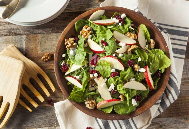 Πράσινη Σαλάτα Με Μήλο Και Cranberries